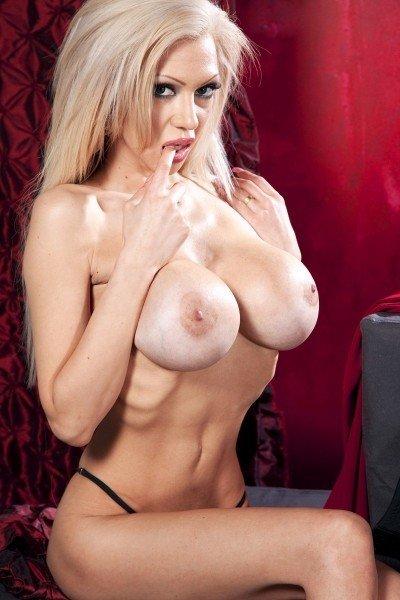 Frankie Big Tits Model Profile