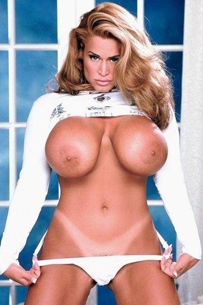 Tawny Peaks Big Tits Model Profile