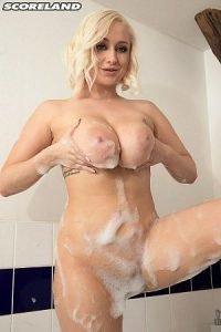 Rachael C. Photo - Busty Bikini Bath Babe