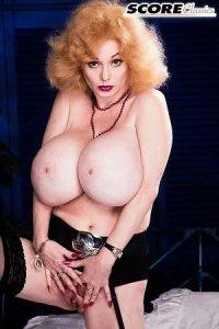 Leanne Lovelace Photo - The Fantasy Dolly Parton