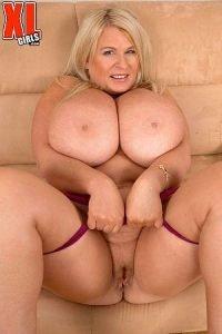 Samantha Sanders Photo - Brit Babe Bares Best Boobs