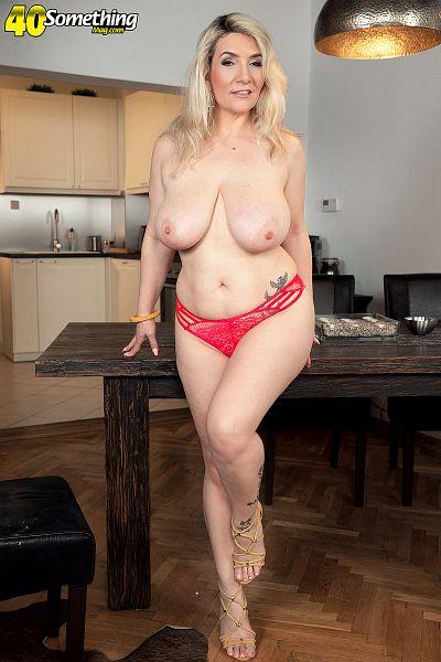 Sandy Bigboobs Big Tits Model Profile