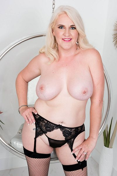 Anna Moore Big Tits Model Profile