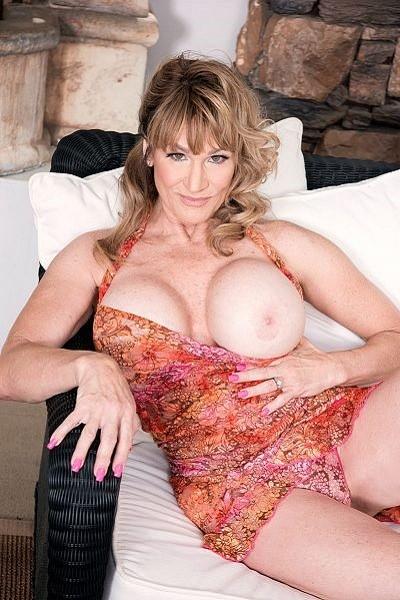Roxy Royce Big Tits Model Profile