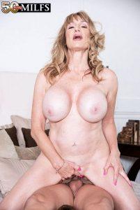 Roxy Royce Photo - Big-titted Roxy's first porn scene