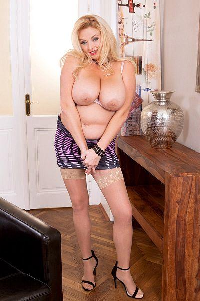 Angel Sweets Big Tits Model Profile