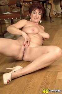 Jessica Hot Photo - The busty divorcee is hot