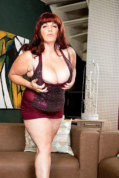 Roxee Robinson Big Tits Model Profile
