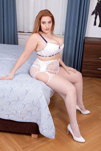 Ellie Role Big Tits Model Profile